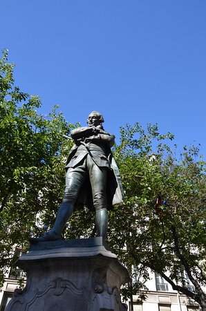 Statue de Beaumarchais