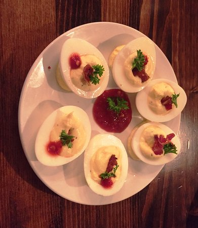 Waconia, Миннесота: Delicious deviled eggs with a kick.