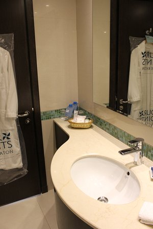 bathroom - Picture of Four Points by Sheraton Kuwait, Kuwait