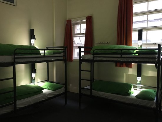 YHA London St Pauls: Picture 1 old style bunks, pic 2 the new bunks going into EVERY room each with individual lights