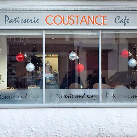 Great Dunmow, UK: You'll always receive a warm welcome at Patisserie Coustance!