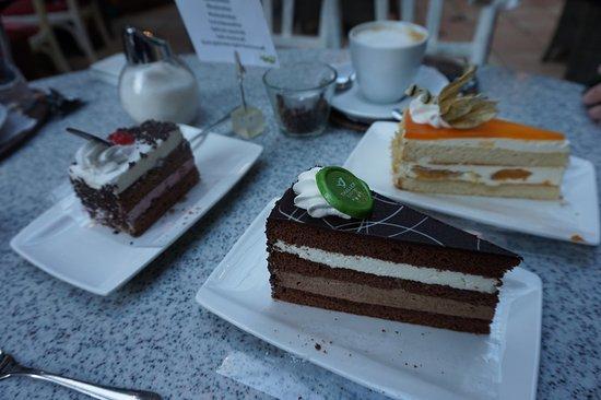 Anger, ออสเตรีย: Torten aus der hauseigenen Bäckerei