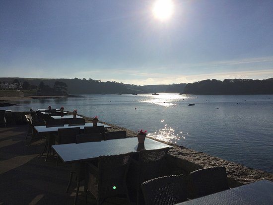 St Mawes, UK: The terrace is a lovely area to enjoy the view.