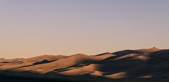 Great Sand Dunes Lodge : view of the dune on the road from hotel