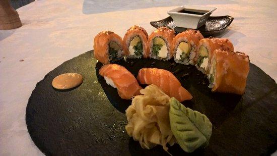 Seasons Restaurant : Philadelphia maki and salmon nigiri