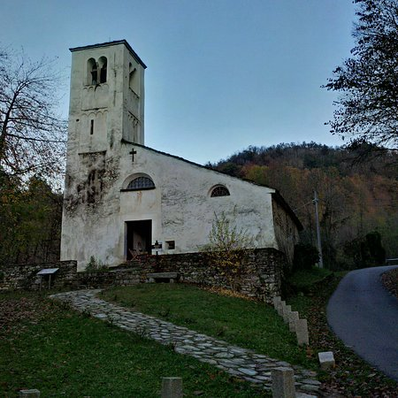 Roccaforte Mondovi, Italia: Facciata e campanile