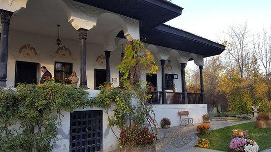 Bellu Manor: conacul Bellu