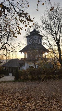 Bellu Manor: turnul de la intrare
