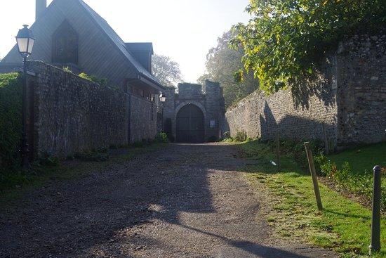 Le Castel : Entrée du site (ex entrée du chateau)