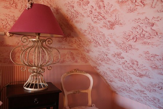 Domaine de Montizeau Moncay : jolie chambre mansardée