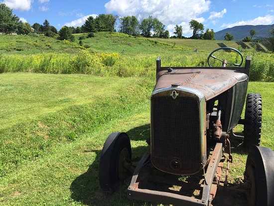 Waterbury Center, VT: Outside of Cold Hollow Cider Mill in August 2016