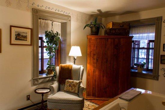Cedarburg, WI: Room 5 - Whirlpool Suite