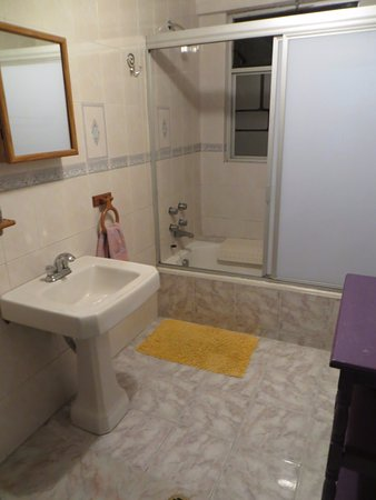 Chillout Flat Bed & Breakfast: The Satsanga Room ensuite