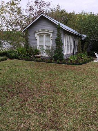 Rockdale, TX: Garden cottage