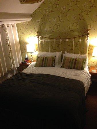The Holly Bush Inn: Confortable bed