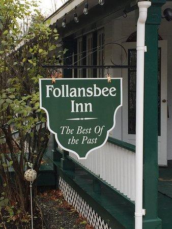 Follansbee Inn: The Inn is on Lake Kezer