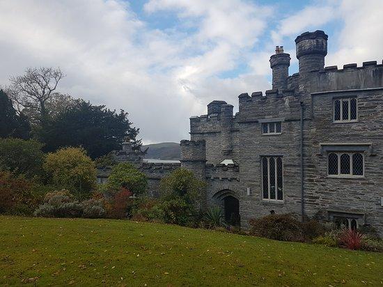 Machynlleth, UK: Glandyfi Castle