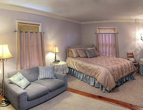 Council Grove, KS: Susan's Room is a favorite. Has a huge private bath
