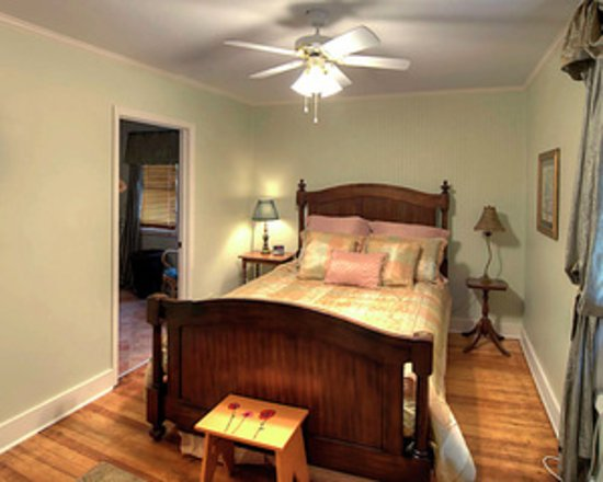 Council Grove, KS: Marion's Room w/queen and private bath