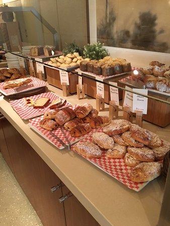 The Beverly Hilton: breakfast