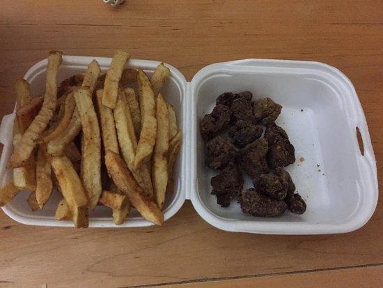 """ปรินซ์จอร์จ, แคนาดา: My food order from their newly opened restaurant, $5.00+ for their """"basket of fries"""" that actual"""