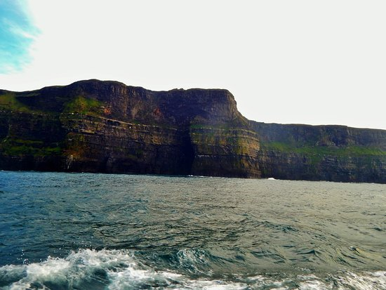 Doolin2Aran Ferries: Cliffs of Moher from the cruise