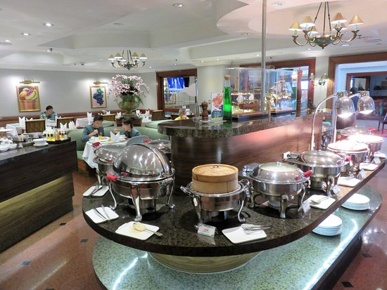 Buffet restaurant and breakfast room - Picture of Evergreen Laurel ...