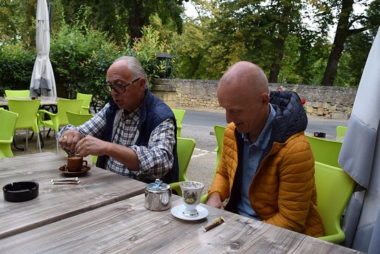 Condat-sur-Vezere, Γαλλία: El desayuno en la terraza