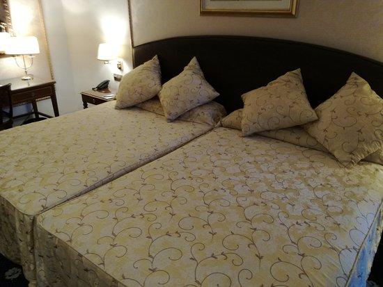 Hotel Roger De Lluria Barcelona: IMG_20161103_115727_large.jpg