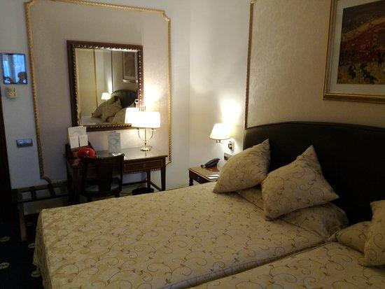 Hotel Roger De Lluria Barcelona: IMG_20161103_115730_large.jpg