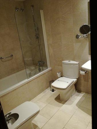 Hotel Roger De Lluria Barcelona: IMG_20161103_120108_large.jpg