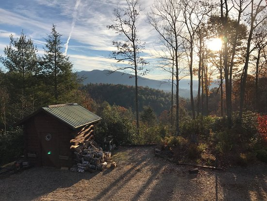 Butler, TN: Breakfast room and views of sunrise from 'Green Room'