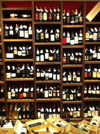 Domaso, Italy: GALLERIA dei vini .