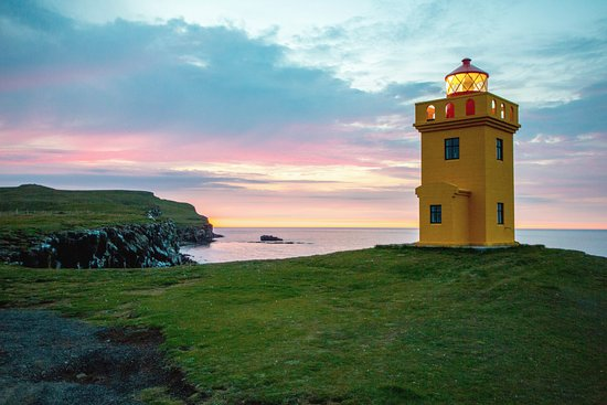 Grimsey Island, Islandia: Sightseeing on land and by boat in Grímsey island with Arctic Trip
