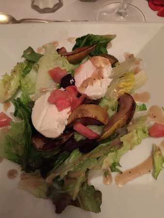Deer Park, MD: Roasted Pear salad with home made mozzarella