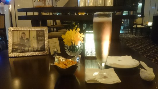 Caravelle Saigon: Quiet bar, perfect to wait someone.