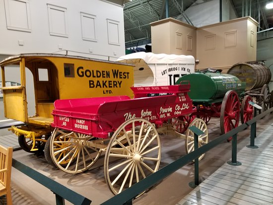 Cardston, Kanada: So many of these specialty wagons. Authentic...so interesting