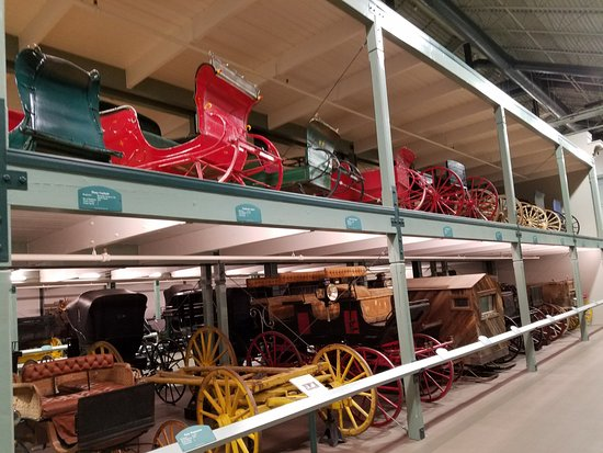 Cardston, Kanada: Sleighs and wagons. What a collection!