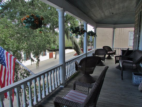 Southern Wind Inn: The veranda of the Southern Wind B&B