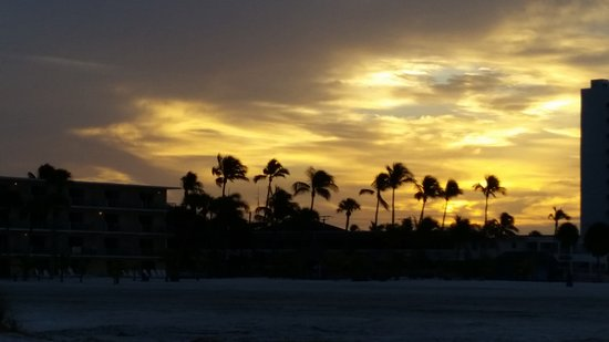 Outrigger Beach Resort: Sunrise at Outrigger Beach