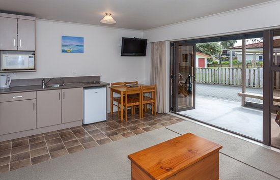 Blue Marlin Apartments: Unit 4 - kitchen & patio