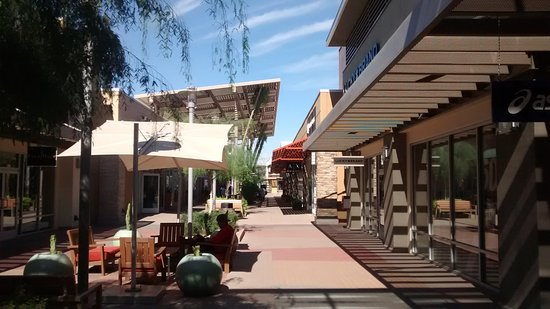 Phoenix Premium Outlets® serves the nearby communities of Chandler, Tempe, Mesa, Gilbert, and Phoenix. Also while visiting, we have even more choices in stores at our sister centers: Arizona Mills® located approximately 9 miles NW and Tucson Premium Outlets® located 85 miles SE.