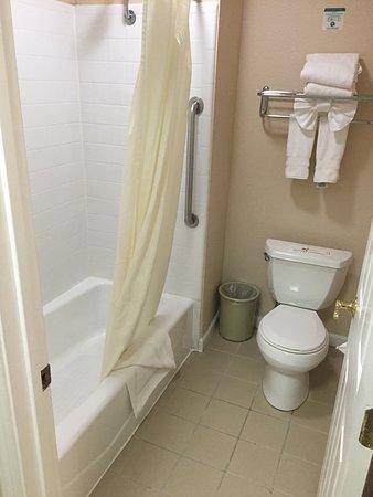 Best western silicon valley inn updated 2018 prices for Best western bathrooms