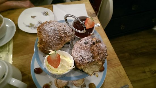 Brighouse, UK: The scones, clotted cream and jam,