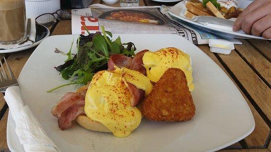 Queen Street Corner Cafe and Bar: Best ever Eggs Benedict