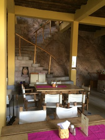 Melissa Wasi: The amazing dining area where you have breakfast