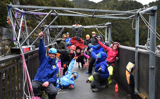 Glenorchy, Australia: One crazy bunch of people about to do the 140mt abseil.