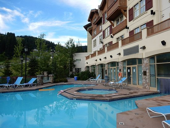 Sun Peaks, Kanada: Huge pool for size of the hotel