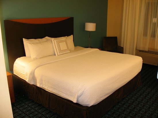 Fairfield Inn & Suites Mankato : Bed