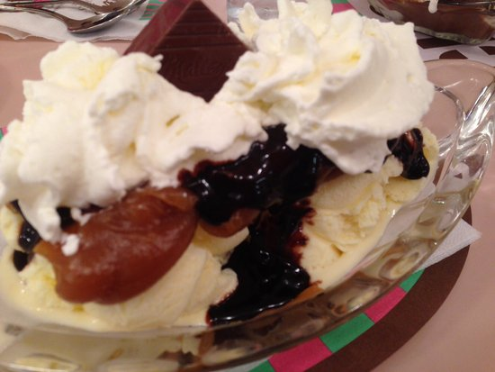 Peanut Butter Cup Sundae - Picture of Malley's Chocolates, North ...